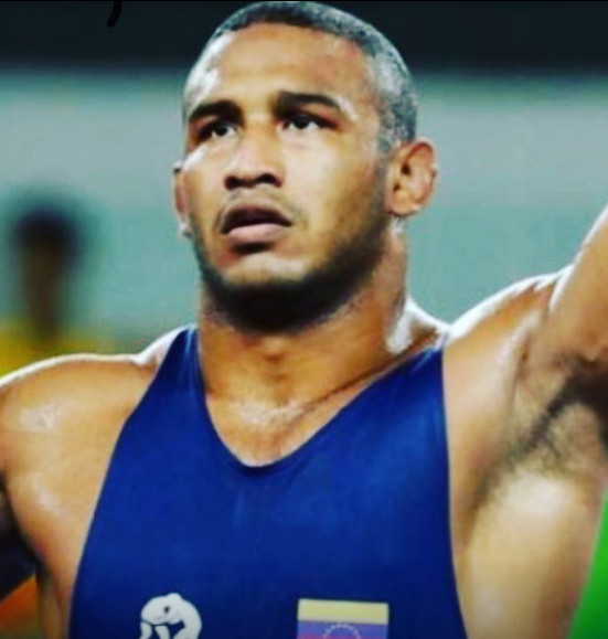 APURE: Nativo de San Fernando Pedro Ceballos ganó medalla de oro en Gran Prix de lucha Olímpica en España.