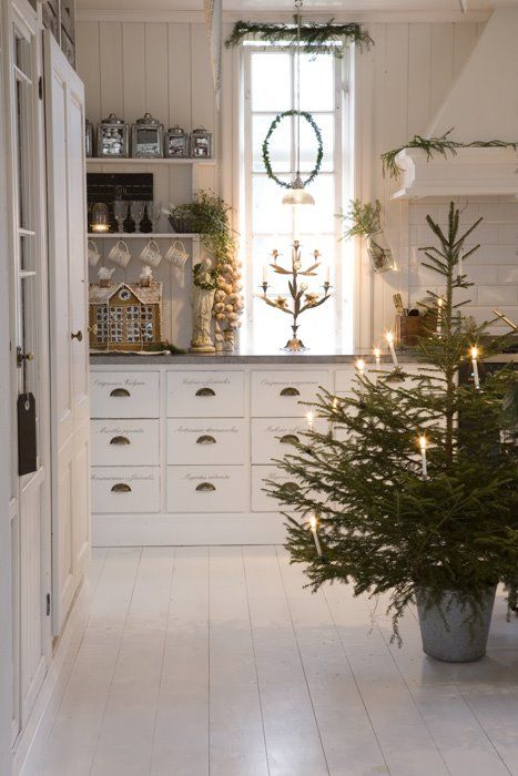hellolovely-hello-lovely-studio-christmas-holiday-decorating-ideas-Swedish-Scandinavia