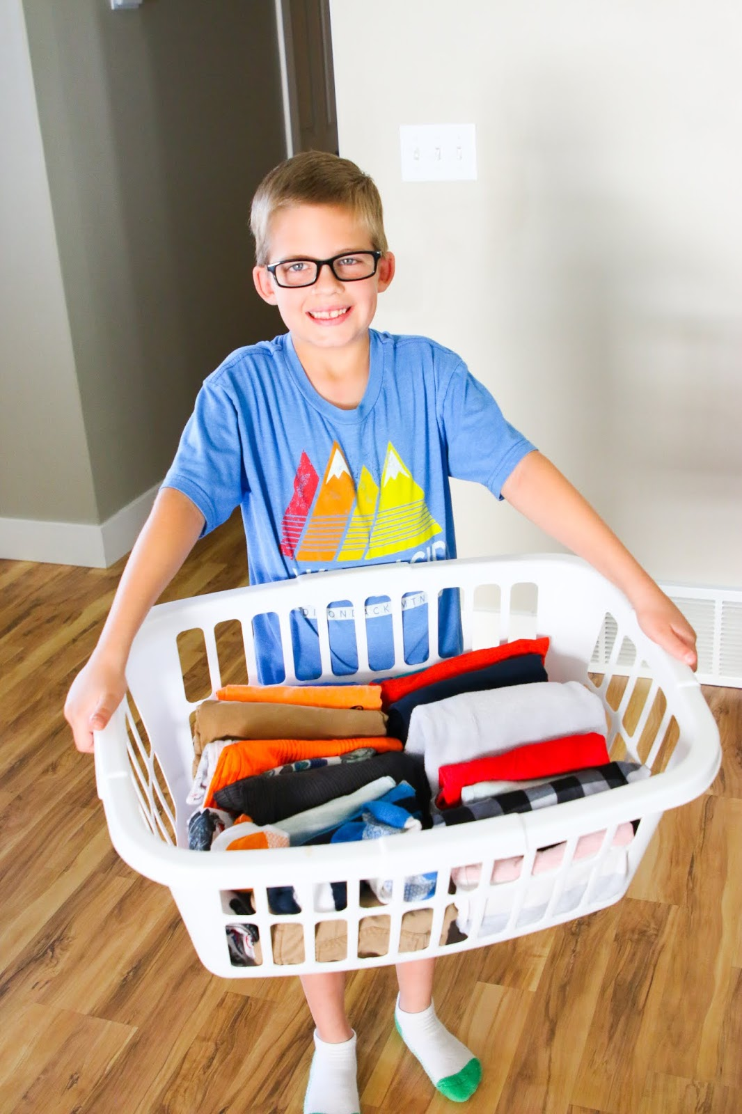 How to get kids to do chores. Chores for kids. How to teach chores in your home. Chore charts for kids. How to teach kids about money. How much allowance to pay your children. Why chore charts don't work. How to handle chores with kids. How to get children to do chores. How to implement chores at home. #chores #Kids  #cleaning #familyeconomy #family #familymanagement #money #finance