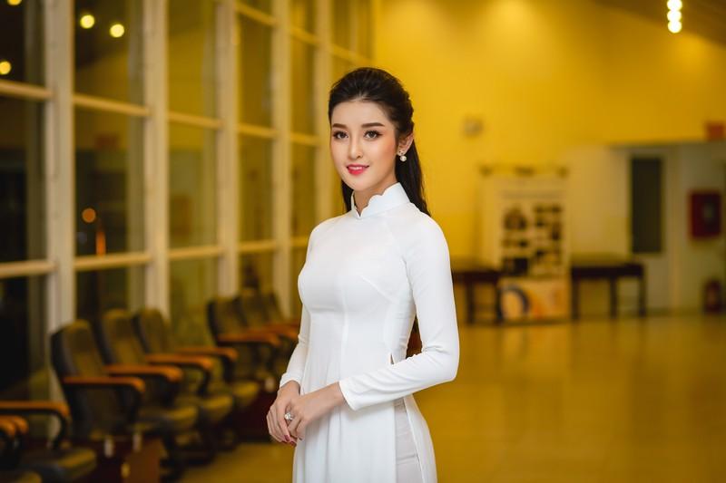 Huyền My đẹp dịu dàng trong trang phục áo dài trắng-ảnh 3
