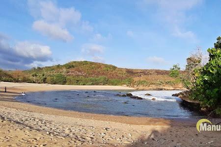 Pantai Keben & Tebing Ngloncor, Bulan Sabit di Blitar Selatan