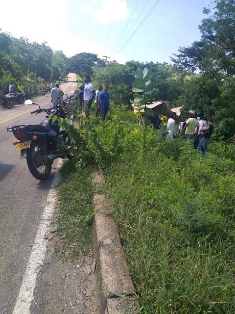 Joven motociclista murió tras accidentarse en vía de Juan de Acosta