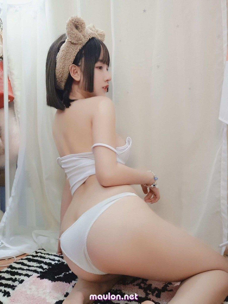 MauLon.Net - Ảnh sex nữ streamer cởi áo show vếu đẹp