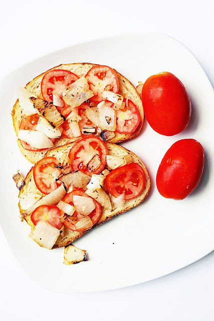 http://courtneyscookbook.com/2016/09/05/tomato-onion-toast/