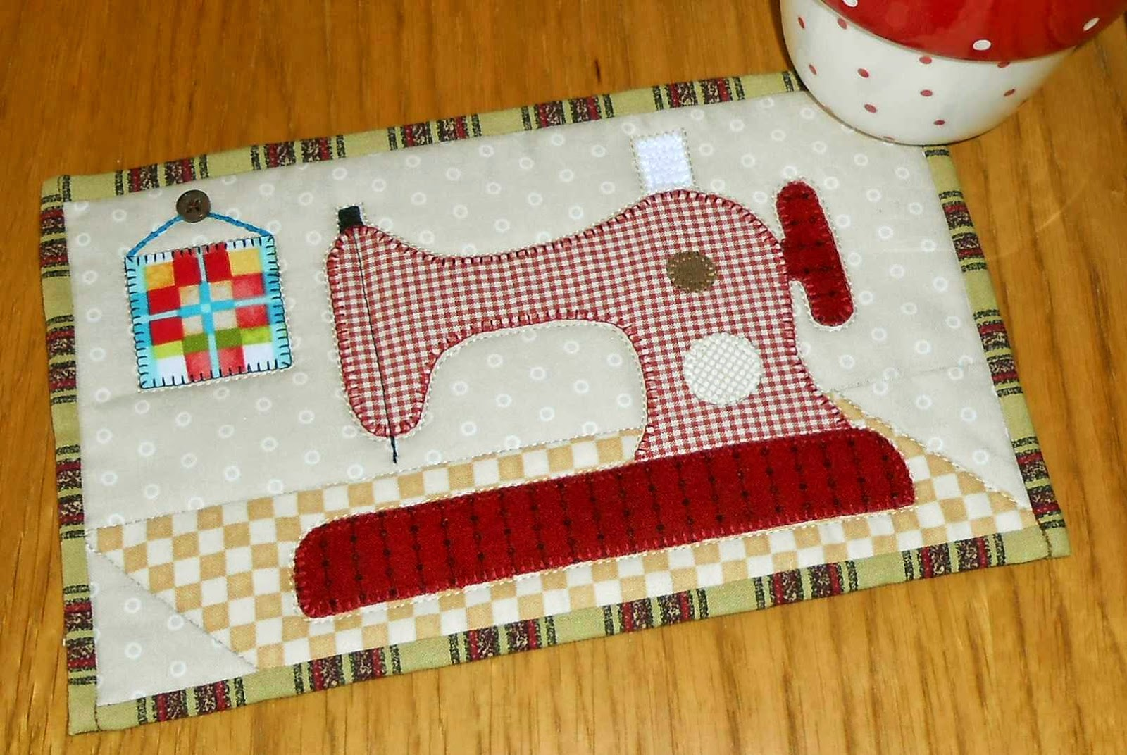 http://www.craftsy.com/pattern/quilting/home-decor/sewing-machine-mug-rug/94623