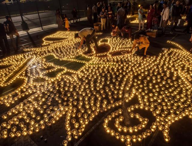 """MUNDO: Los estadounidenses celebran el festival hindú del """"Diwali""""."""