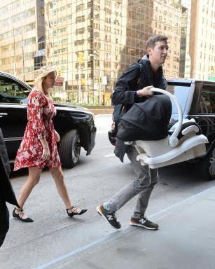 Photos ivanka trump glowing as she goes home with husband for Ivanka trump jared kushner apartment