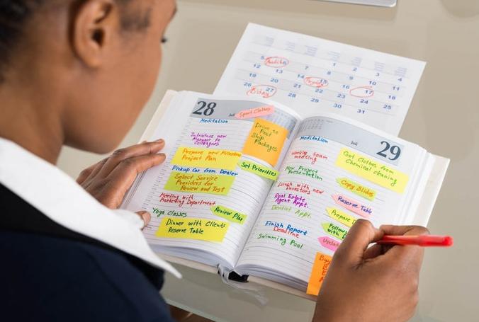 Tips menulis buku harian dengan konsisten