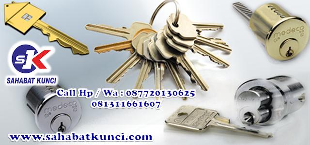 duplikat kunci mobil di serang