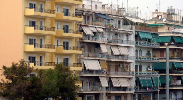 Διακοπές στην... βεράντα (και αν έχουν σπίτι μετά τις κατασχέσεις) θα κάνουν οι Έλληνες! Μείωση κατά 45% του εγχώριου τουρισμού