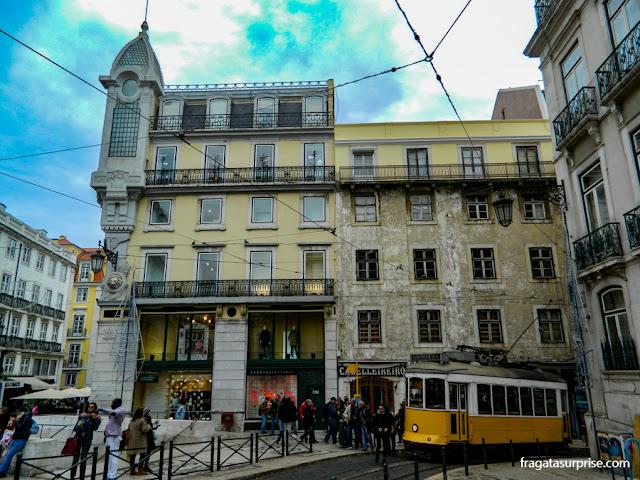Bonde na Praça Luiz de Camões, bairro do Chiado, Lisboa