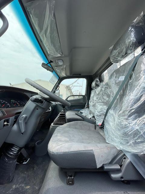 Khoang nội thất Hyundai 110XL 2021