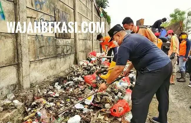 Peringati World Cleanup Day, Camat Tarumajaya Ajak Warga Jaga Kebersihan