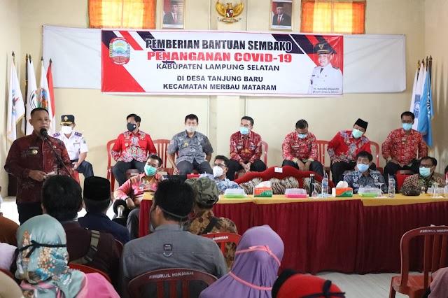 Bupati Lampung Selatan me-launching bantuan sembako (beras) untuk 24.941 masyarakat yang terdampak Covid-19