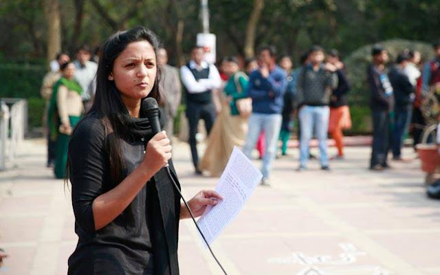 370 हटाने के फैसले को सुप्रीम कोर्ट में चुनौती देंगी शहला रशीद - newsonfloor.com
