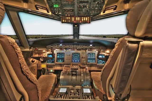 पायलट कैसे बने : Pilot बनने का खर्चा, pilot banne ke liye kitni Height चाहिये, पायलट की सैलरी कितनी होती है, pilot banne ke liye age limit,