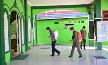 Polres Sekadau dan Satgas COVID-19 Disinfeksi Sejumlah Masjid