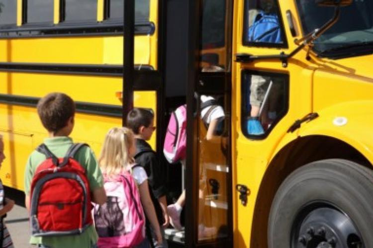 Κονδύλι 2 εκατ. ευρώ στην Περιφέρεια Θεσσαλίας για τη μεταφορά μαθητών