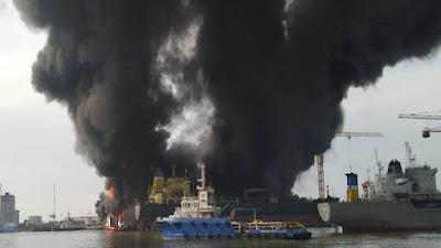 Kapal Tanker KM Caglela terbakar saat diperbaiki di Belawan