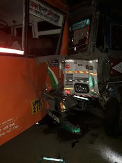 सड़क किनारे खड़ी रोडवेज बस में ट्रक ने मारी टक्कर | #NayaSabera