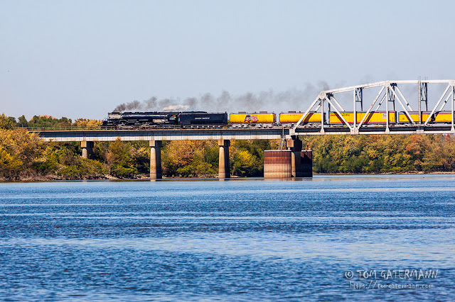 Union Pacific 3985 leads a train on Chester Subdivision over the Kaskaskia River, near Ellis Grove, IL.