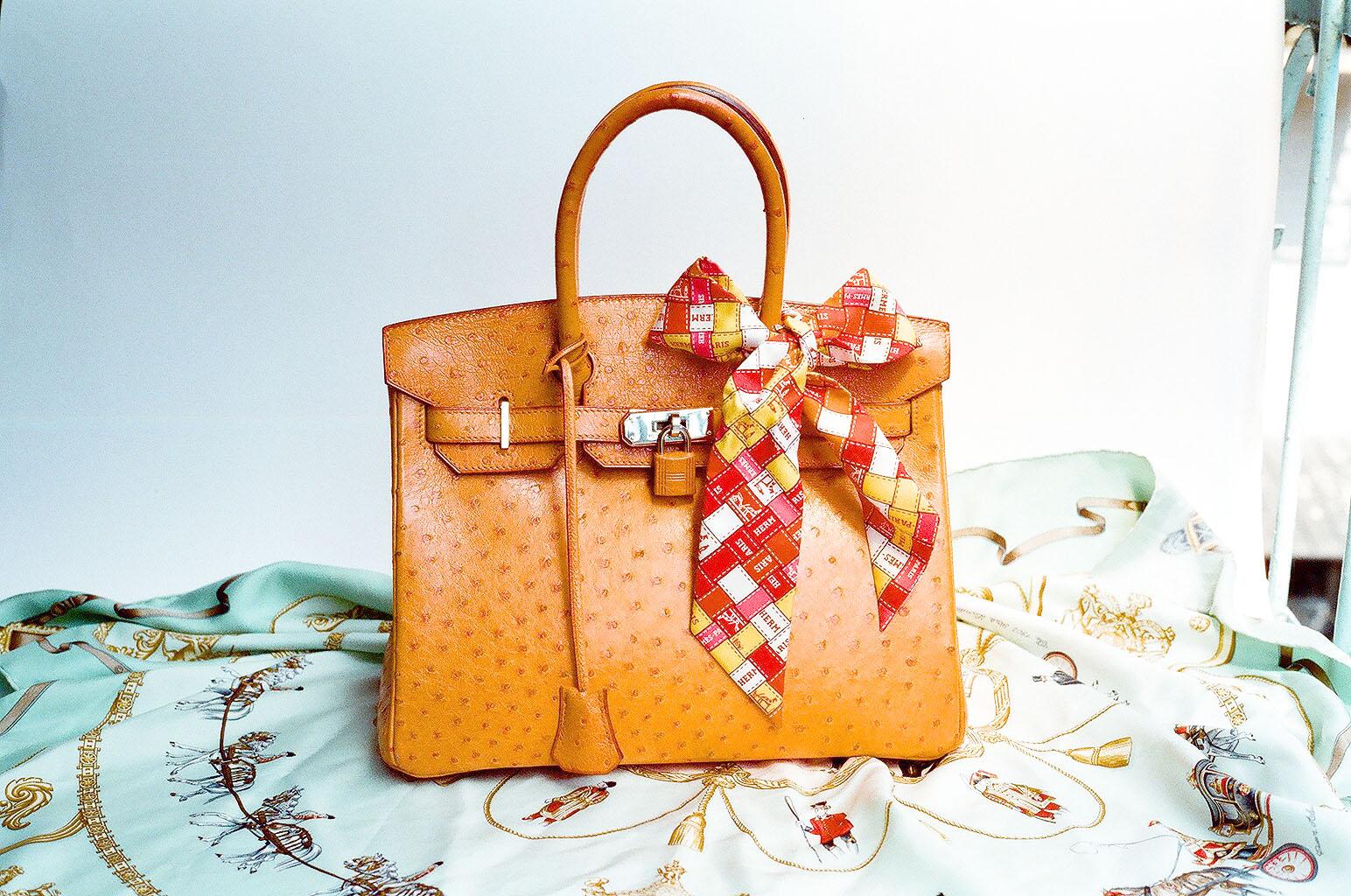 a7df3c78a ... en 1984 para la actriz Jane Birkin, luego de compartir un vuelo con  ella y ver cómo se le caían todas las pertenencias del bolso que llevaba.
