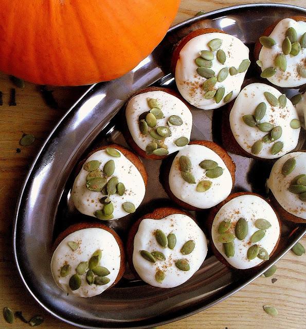 Dyniowe babeczki z kremem / Pumpkin Cupcakes with Cream Cheese Frosting