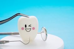 A dentist making dental emergency care at a dentist's clinic. Image Simulation