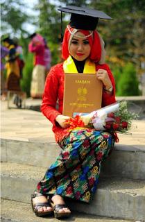 Baju Kebaya Wisuda Warna Merah