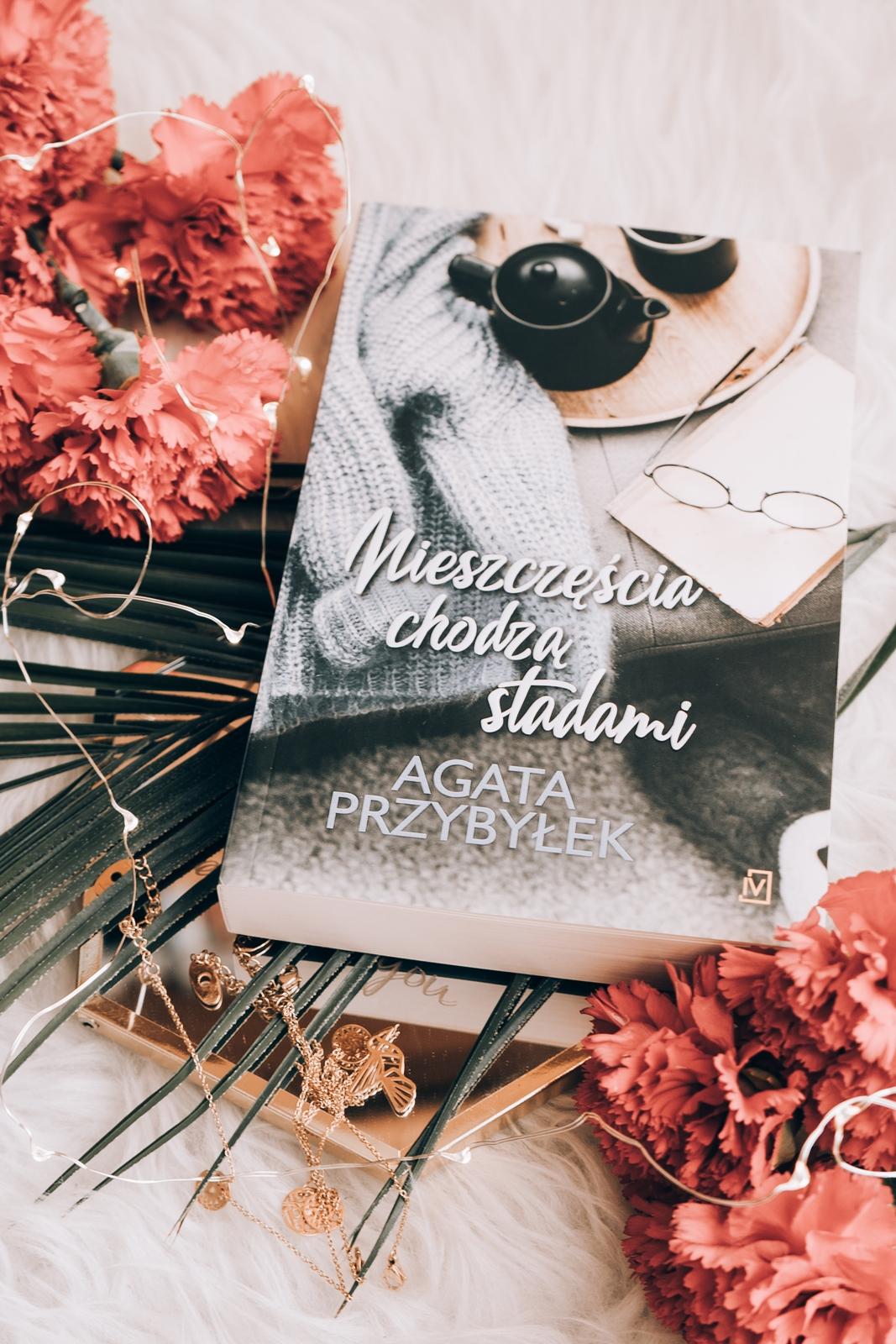 recenzja ksiazki agaty przybyłek kociarz przyjaciele dziennik singielki cisza między słowami więcej niż pocałunek miłość i inne nieszczęscia nie zmienił się tylko blond grzechu warta nieszczęscia chodzą