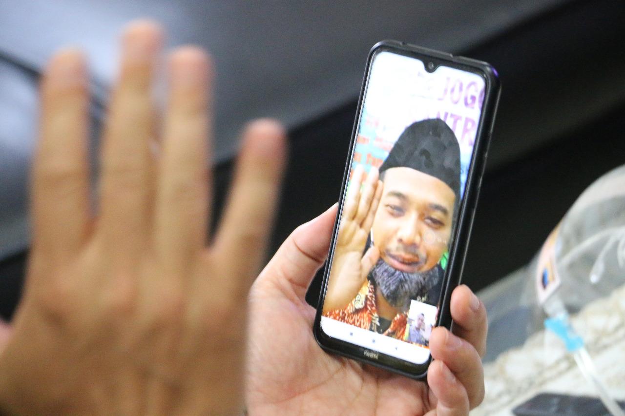 Lewat Video Call, Kapolres Kebumen Pantau Situasi Karantina Ponpes Nurul Hidayah