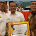 Bupati Agam Menerima Piagam Nomor Satu Terbaik Pembina Dana Desa Provinsi Sumbar