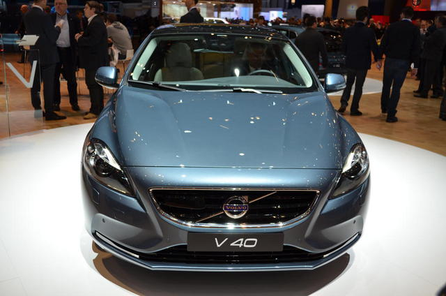 Car Overview: 2013 Volvo V40