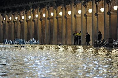 Σε κρίσιμη κατάσταση η Βενετία: η δεύτερη μεγαλύτερη πλημμύρα στην ιστορία της