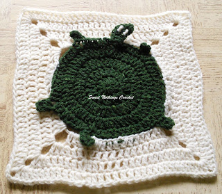 free crochet pattern, free crochet granny square pattern, free crochet mitered square pattern, free crochet turtle motif, free crochet turtle granny square pattern, cancer donation ideas, Project Chemo Crochet, Pradhan Stores, Oswal Cashmilon,