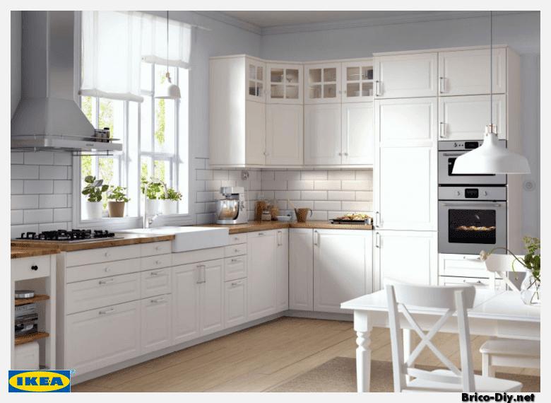 Diseños de cocinas modernas lineales para espacio reducidos, con