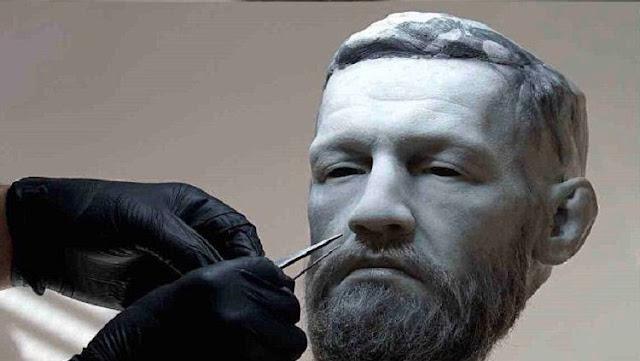 Petarung UFC, Conor McGregor, dihadiahi patung marmer dirinya di hari ulang tahunnya yang ke-30