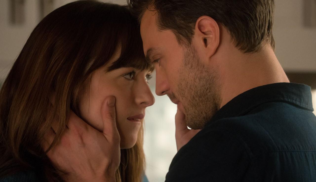 """Segundo trailer de """"Cinquenta Tons Mais Escuro"""" é tenso e sensual"""