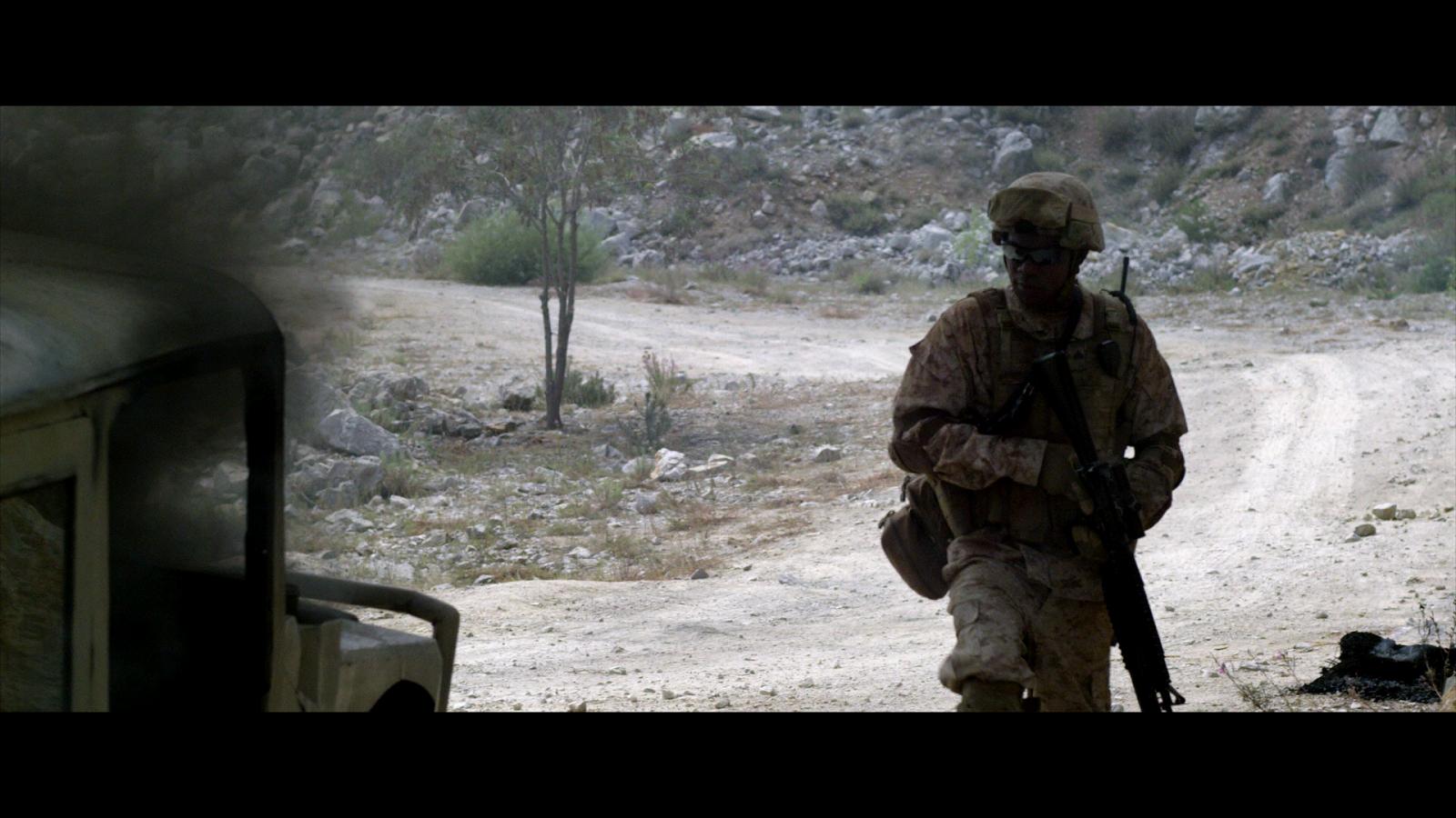 Soldado Anonimo 2 Terreno Peligroso (2014) 1080p BD25 8