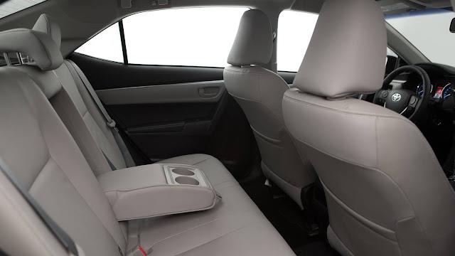 Toyota Corolla XEi 2017 - espaço traseiro