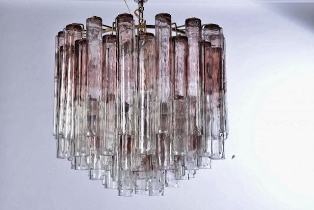 """Lampadario in vetro di Murano modello """"calze"""" struttura in metallo, elementi in vetro soffiato.Prod. Venini, Italia 1960 ca."""