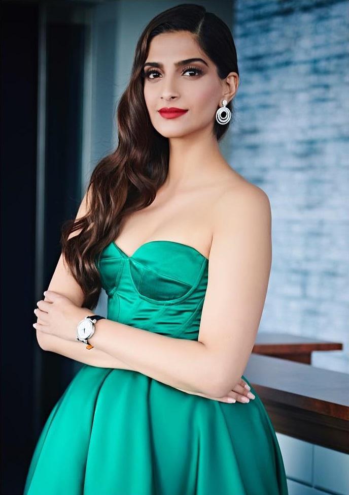 Sonam Kapoor hot 3