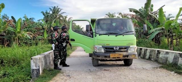 Jaga Stabilitas Keamanan, Satgas Yonif 512 Sweeping di Jalan Poros Antar Distrik Perbatasan Papua
