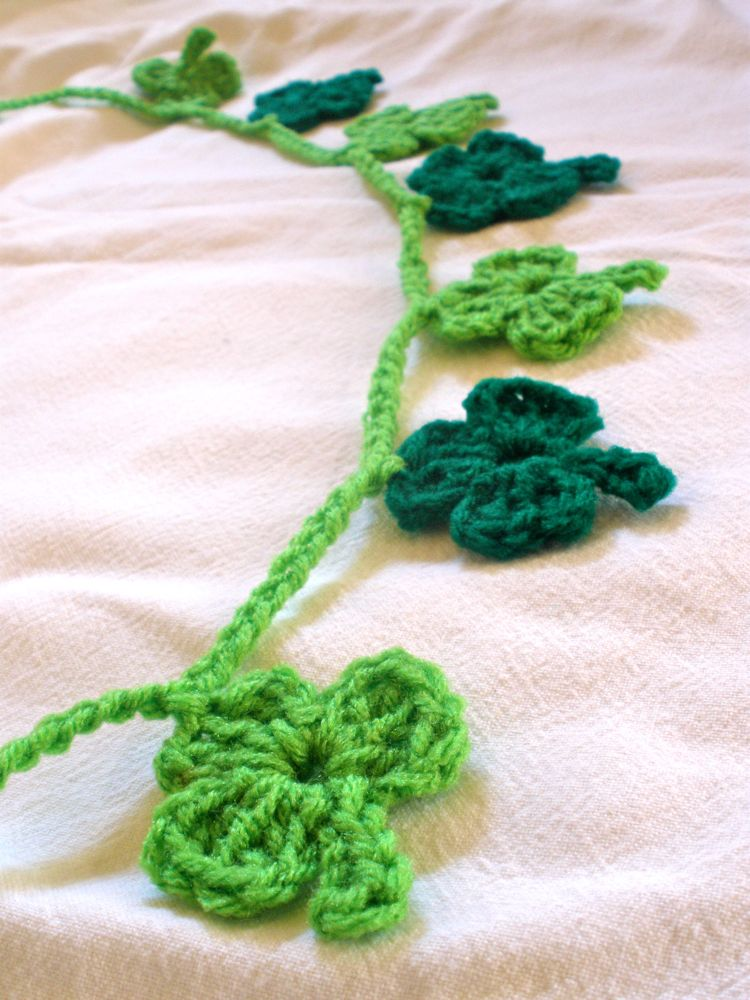 http://i1.wp.com/1.bp.blogspot.com/-0SdQqJjyl-k/TW1rPgNDN3I/AAAAAAAACpQ/Ukhk2PzbZik/s1600/CrochetShamrock1.jpg?resize=399%2C533