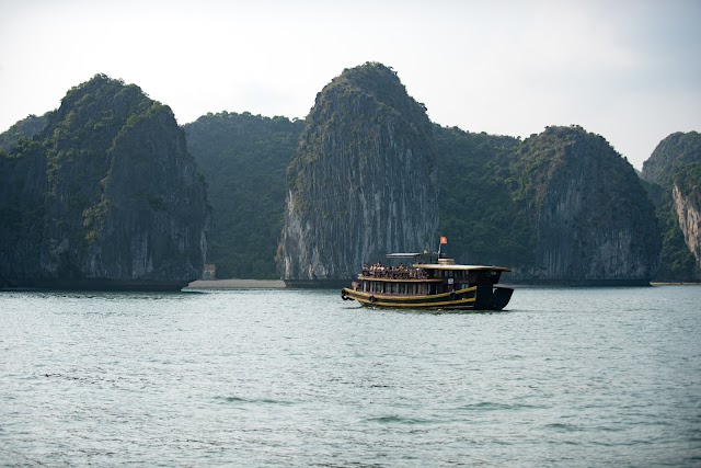 10 Stunning Facts about Halong Bay