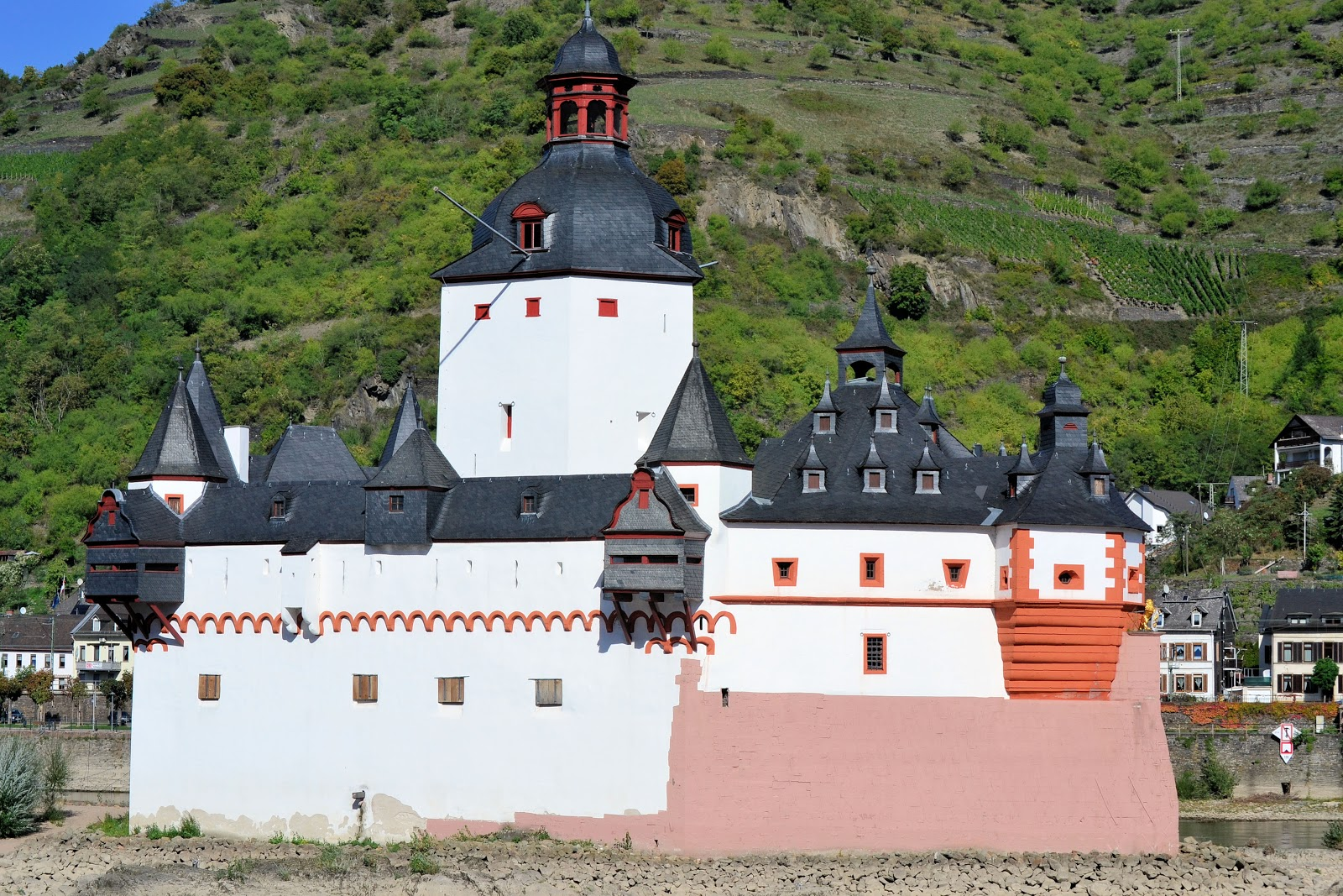 Close-up view of Pfalzgrafenstein Castle.