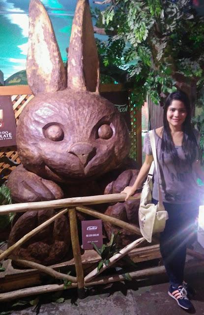 coelha de chocolate  1.640 quilos e 2,95 de altura