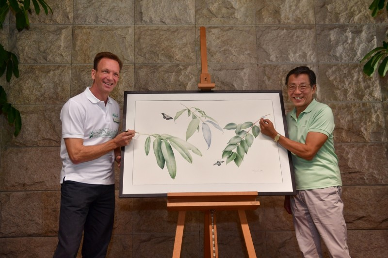 Launching Bayan Tree Project by Mr Mike Barclay, group CEO of MPH and Mr Ho Kwon Ping, executive chairman of Banyan Tree.