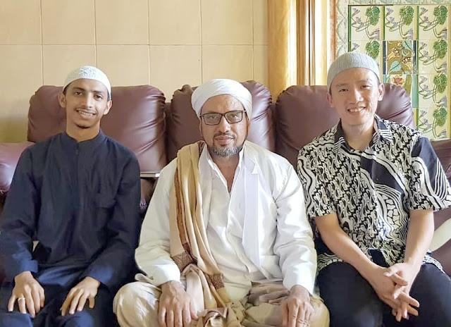 Foto Ustadz Felix Siauw dan Habib Muhammad bin Taufiq