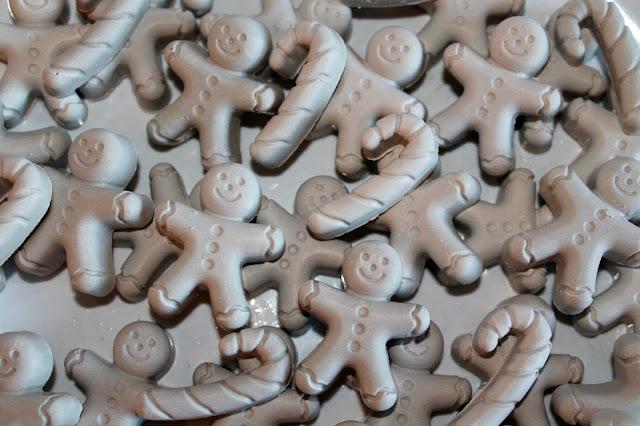 DIY, Basteln: Gips / Beton Lebkuchenmänner und Zuckerstangen Streudeko in Weihnachtsdekoration - DIYCarinchen